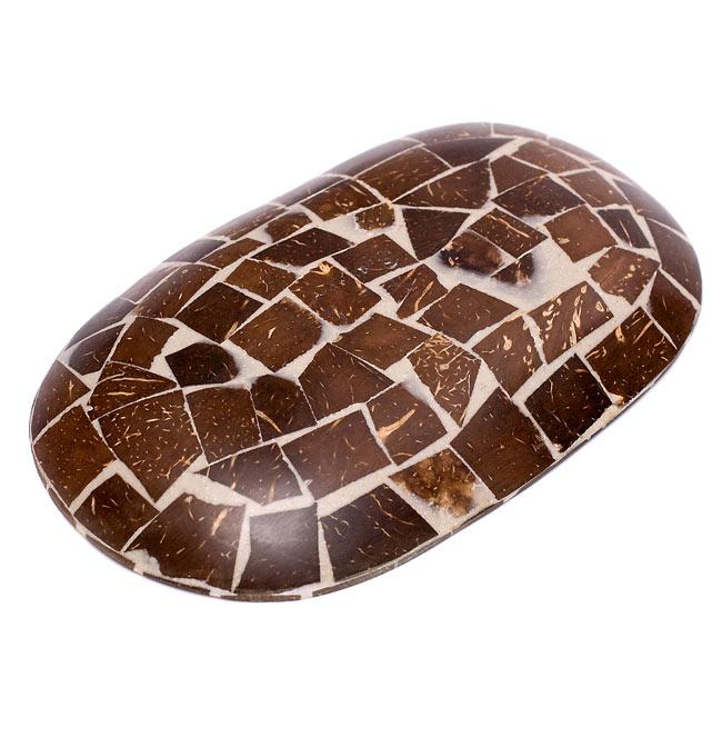 シナモンが香る飾り皿 楕円皿 の写真2 - 裏面にはシナモンの皮が敷き詰められています