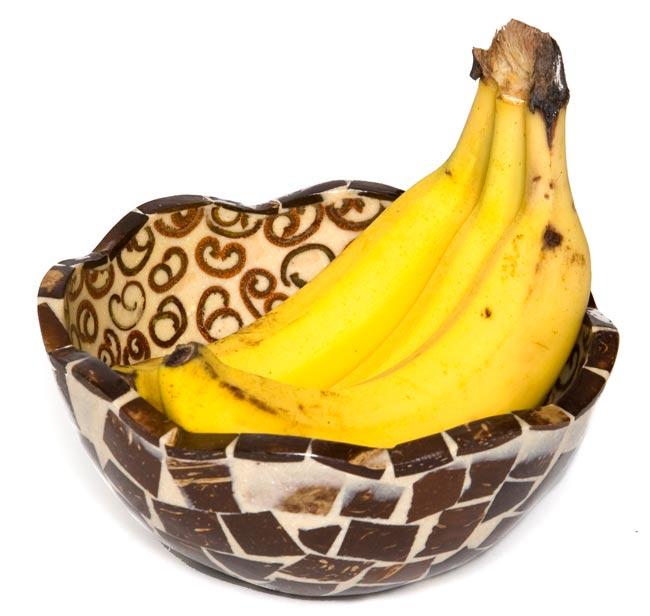 シナモンが香る飾り皿 お椀 の写真5 - 中に入れるとこんな感じです。フルーツを入れたりアクセサリーを入れたり、インテリアの一部としてお楽しみください。