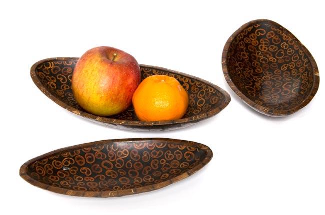 バリのシナモン飾り皿 楕円 3枚セットの写真5 - 中に入れるとこんな感じです。フルーツを入れたりアクセサリーを入れたり、インテリアの一部としてお楽しみください。