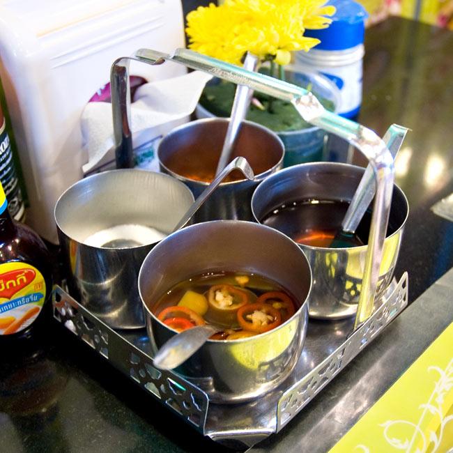 タイの薬味入れ 9 - 同ジャンル品の写真です。現地では、このように使われております。