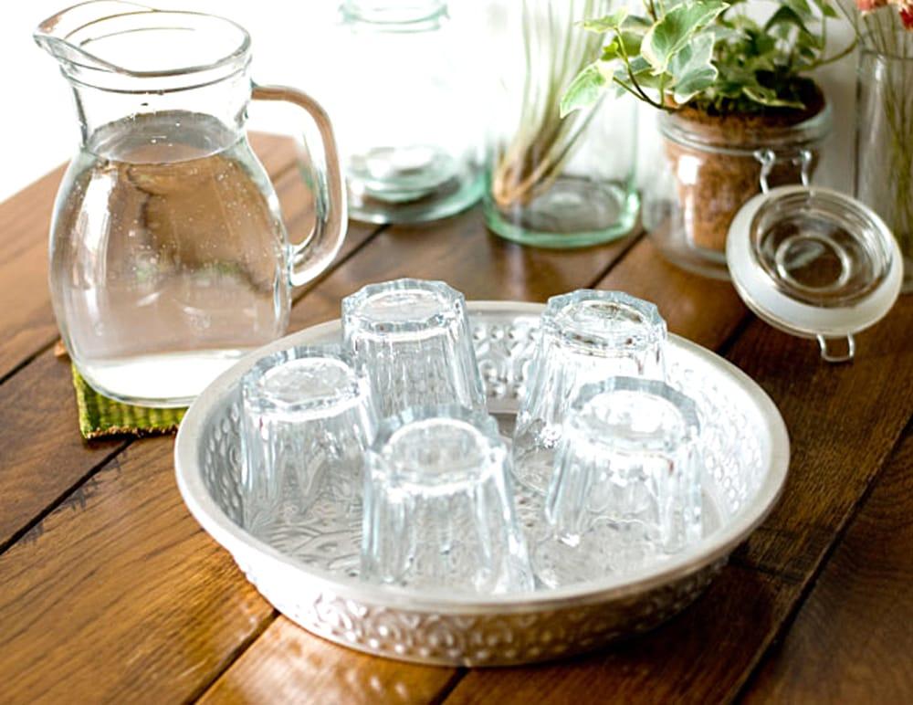 バリのアルミ飾り皿【直径:約25cm】 3 - 色々なシチュエーションで使用してみました。