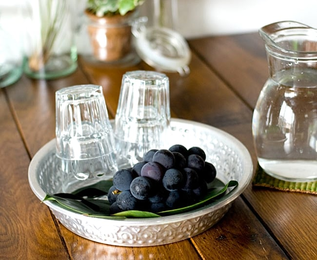 バリのアルミ飾り皿の写真4 - 果物籠としてお使い頂いても楽しいですね