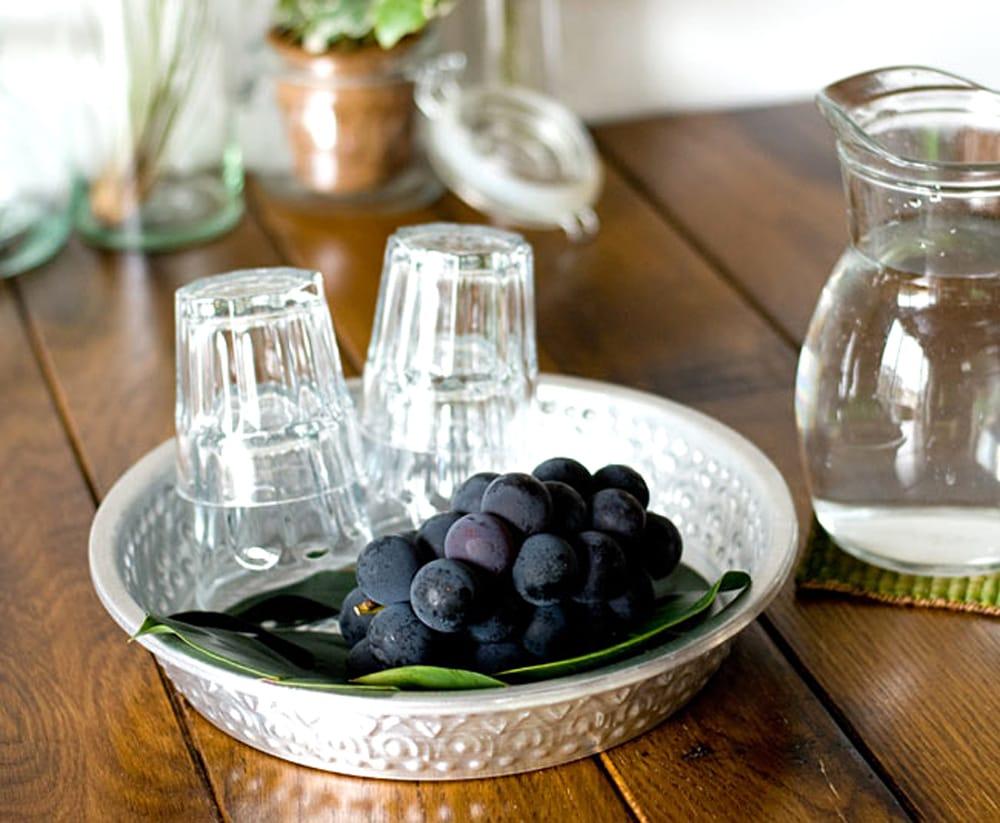 バリのアルミ飾り皿【直径:約25cm】 4 - 果物籠としてお使い頂いても楽しいですね