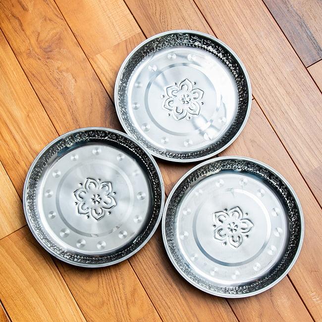 バリのアルミ飾り皿【直径:約26cm】 8 - 刻印の入り方などに若干個体差があります。