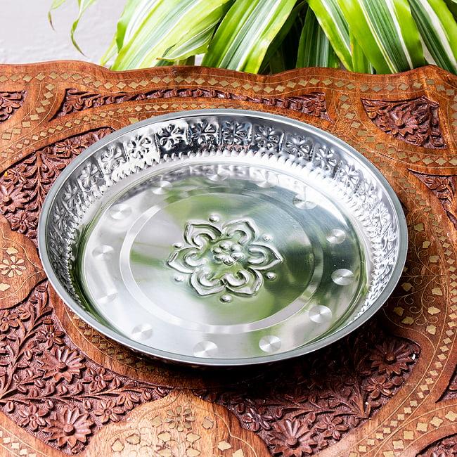 バリのアルミ飾り皿の写真