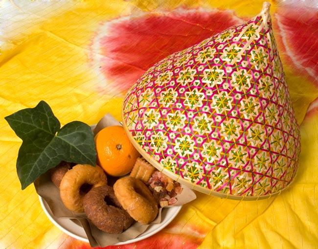 トンガリ帽子のバンブーフードカバー  【30.5cm】の写真5 - 実際に使ってみました。アジアンな雰囲気が可愛いですね。
