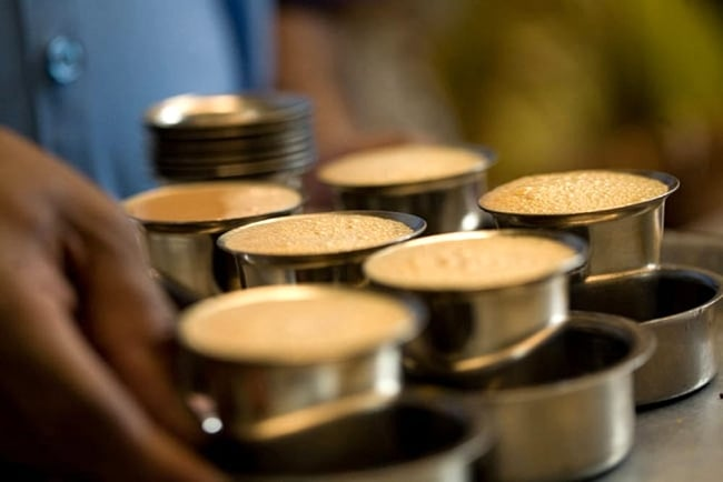 """南インドのコーヒーカップとソーサーセット〔直径:約7.5cm〕 8 - 現地ではよく泡立てたコーヒーが飲まれています。photo is by <a href=""""https://www.flickr.com/photos/haynes/2220721963""""> Charles Haynes </a>on flickr"""