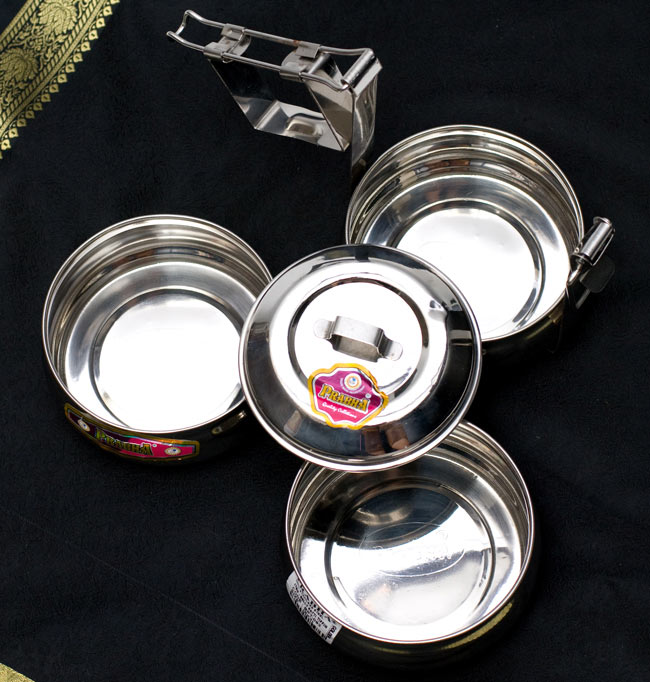 【3段】インドの弁当箱 ベーグル型[23cm(取手含む)] 7 - 3段にわかれていて、それぞれにカレーやご飯などを入れておけます。