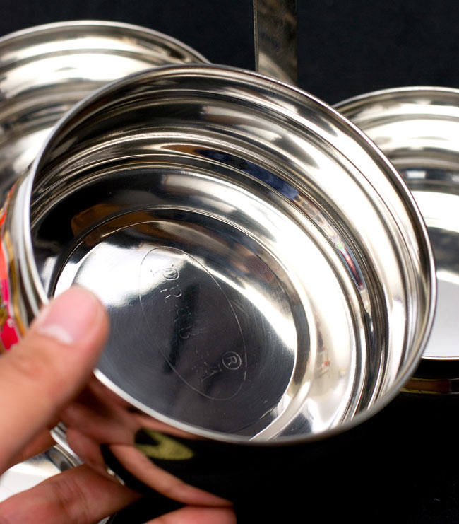 【4段】インドの弁当箱 ベーグル型 8 - このようなパーツが段々になってつくられています。
