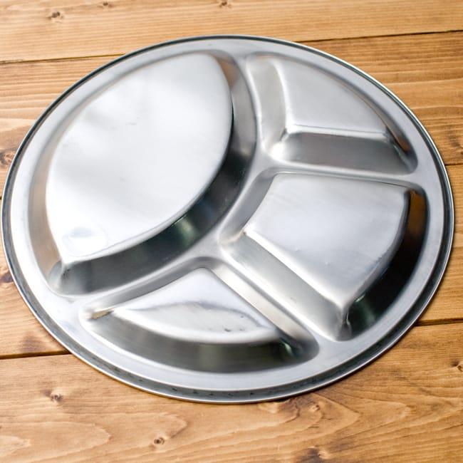 分割カレー丸皿【34cm】の写真3 - 裏面もシンプルで洗いやすいです。