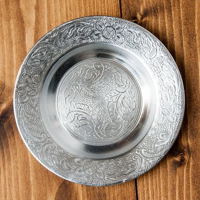 インド伝統唐草エンボスのアルミ皿【直径:13cm】 6 - 【お皿の柄 - C】はこちらです。また、柄は若干異なる場合がございます。