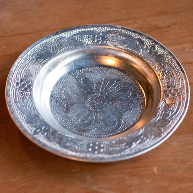 インド伝統唐草エンボスのアルミ皿【直径:13cm】の写真