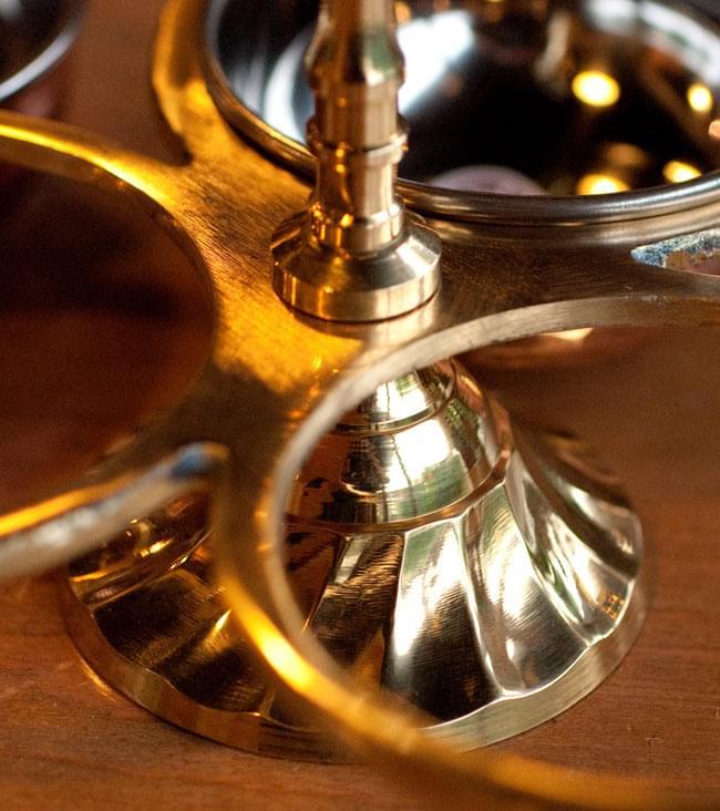 持ち手付き!インドのピクルスホルダー 10 - 本体はブラスで作られていて、高級感があります。