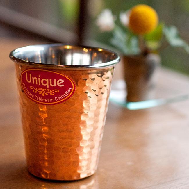 インドの鎚目付き銅装飾コップ【高さ:9cm×直径:8.2cm】の写真
