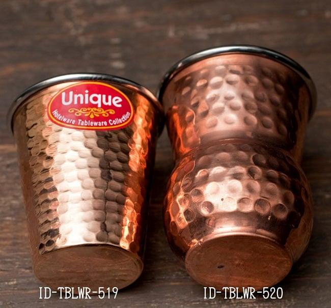インドの鎚目付き銅装飾コップ【高さ:12cm×直径:8.5cm】 7 - 光の加減で表情が変わるのも面白いですよ!