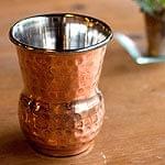 インドの鎚目付き銅装飾コップ【