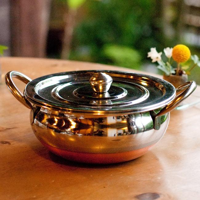 【蓋と持ち手付き】ハンディ - インドの鍋【直径約20cm】の写真