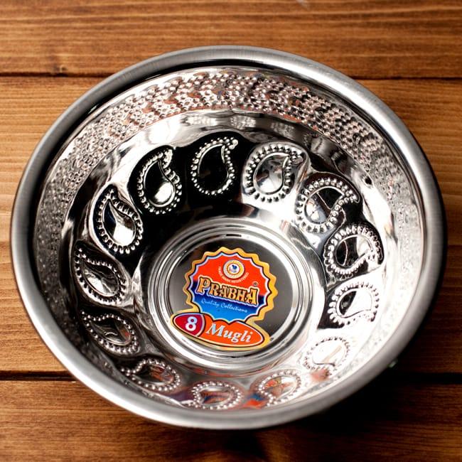ペイズリーエンボスのアルミ皿【直径:15.8cm】の写真3 - 上から見てみました。果物などを入れるのにぴったりですね。