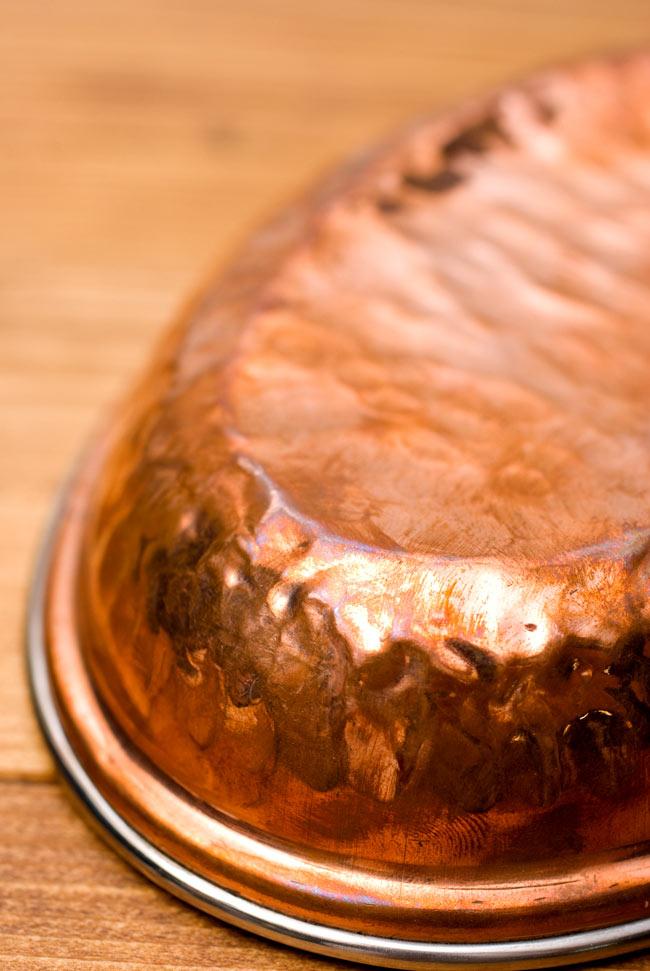 【冷めにくい!二層式】インドのステンレスと銅製 オーバルプレート[約17.5cm×12cm]の写真5 - 高級感のあるお皿です。おもてなしに素敵ですね。