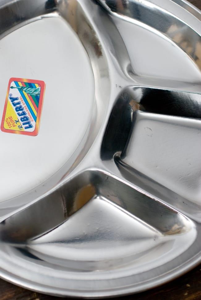 分割カレー丸皿【34cm】 2 - 近づいてみました。清潔なステンレス製です。