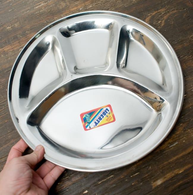 分割カレー丸皿【34cm】 5 - 手に取るとこれくらいの大きさです。