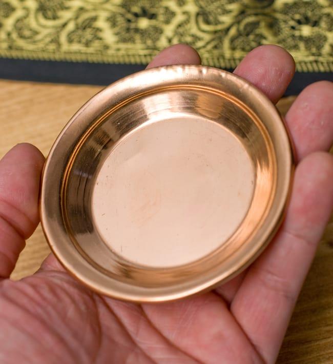 【祭壇用】銅製カトリ(小皿) 【直径:約8cm】 3 - 手に取るとこれくらいの大きさです。