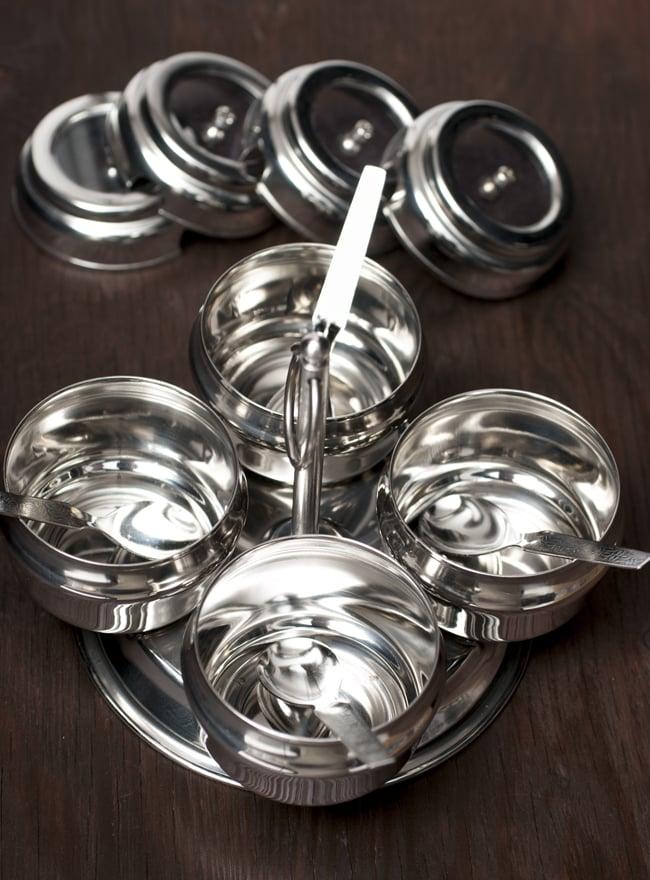 卓上マサラケース 樽型 4box 4 - 蓋を外してみました。ステンレスはインドで最も広く普及している調理器具素材です。
