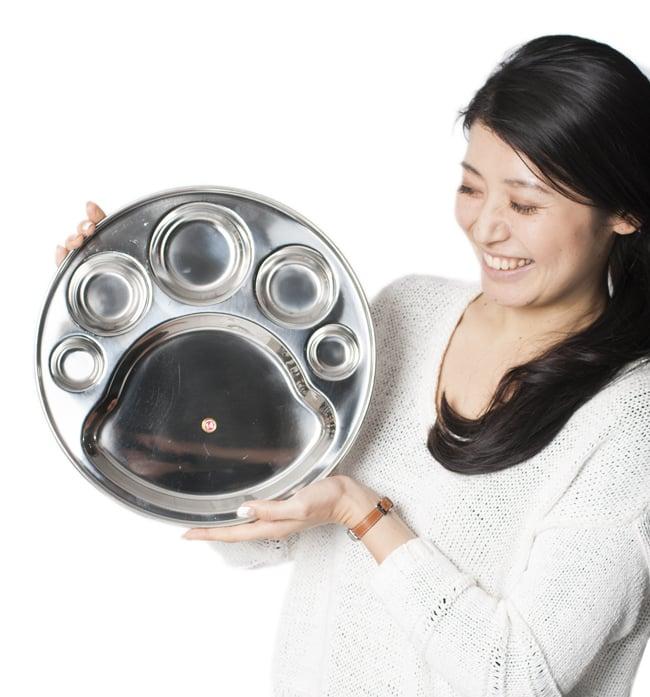 6分割カレー丸皿[直径約32cm]の写真7 - 手にとってみるとこれくらいの大きさです
