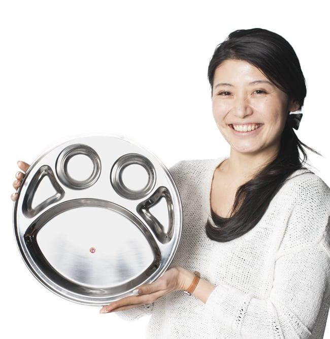 5分割カレー丸皿[直径約32.5cm]の写真7 - 手にとってみるとこれくらいの大きさです
