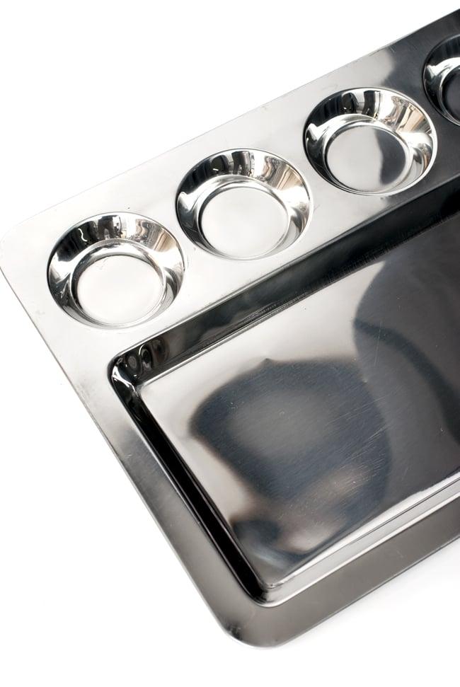 5分割ランチプレート ドーサ[約41.5cm x 32cm]の写真4 - 大きな部分にはご飯やチャパティを、小さなくぼみにはカレーやおかずを入れて。