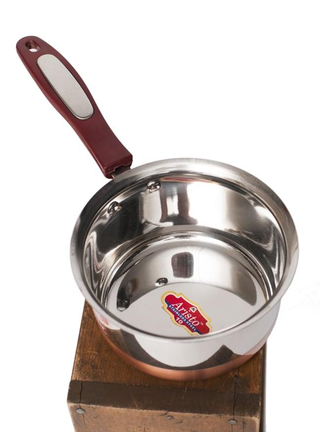 銅装飾付き片手鍋の写真2 - 少し上から見てみました。持ち手のデザインは多少異なる場合がございます。