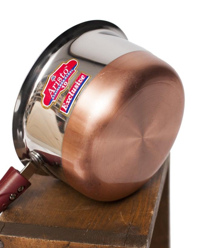 銅装飾付き片手鍋の写真3 - 底面には熱伝導率の良い銅が用いられています。