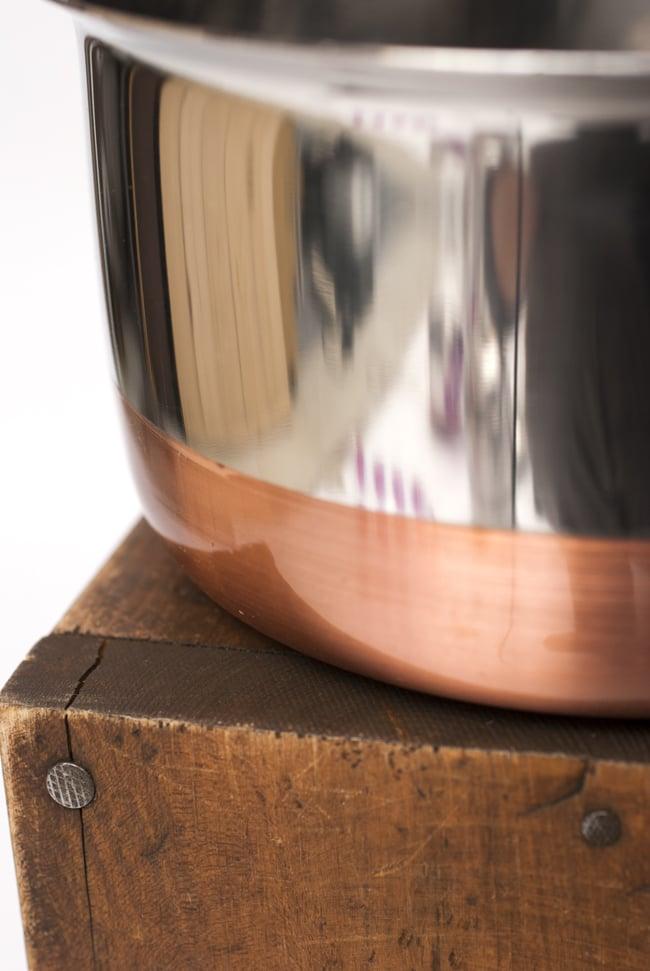 銅装飾付き片手鍋の写真5 - つややかなステンレスが用いられています。