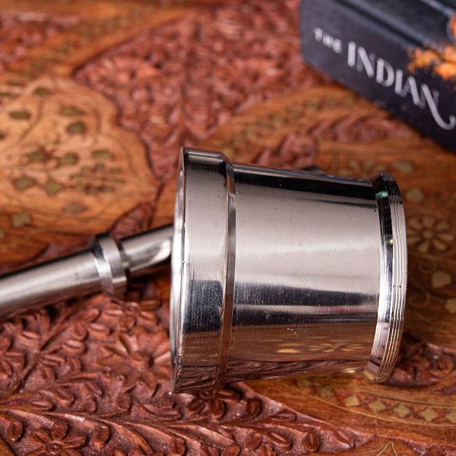 スパイスグラインダー No.2 [直径:7.5cm程度 高さ:7cm程度程度] 5 - 先端が完全に平らになっていて、重みも十分あるのでたいへん潰しやすいです。
