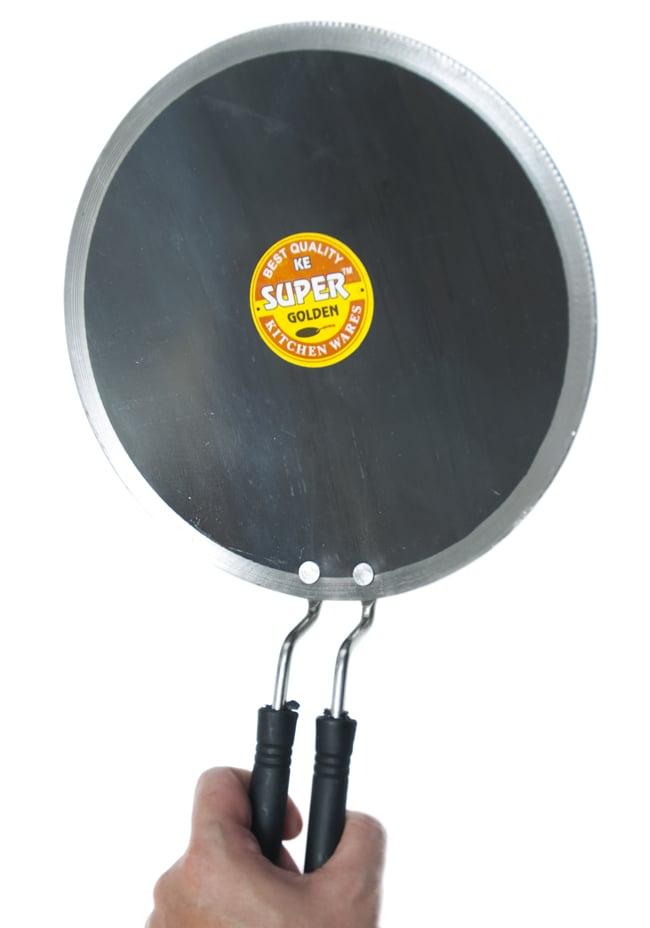 ディープ チャパティパン[直径23.5cm] 5 - 手に取るとこれくらいの大きさです。