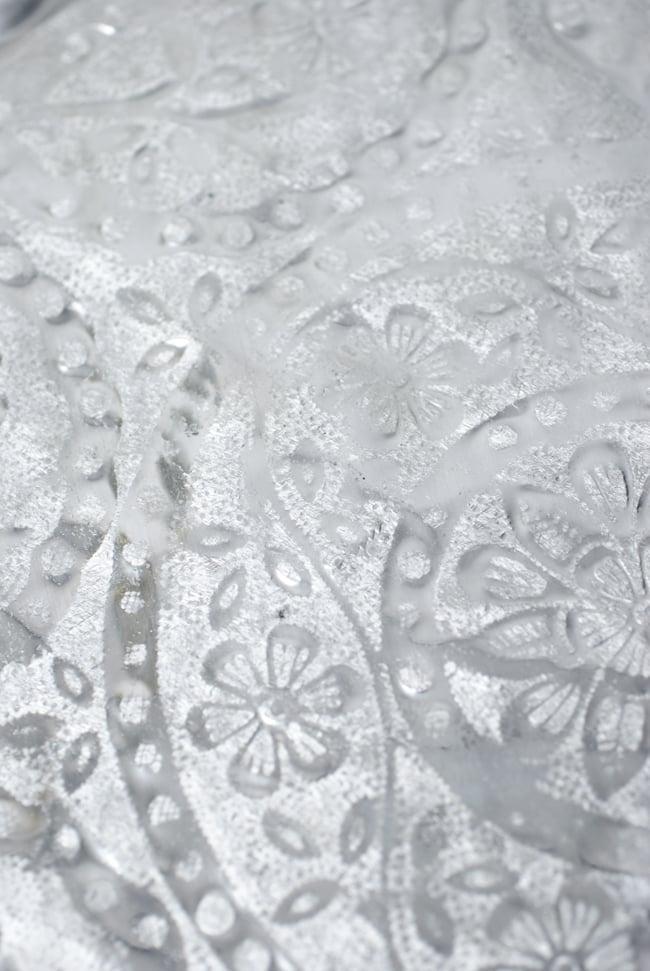 インド伝統唐草エンボスのアルミターリー【直径:36.5cm】 7 - インドからきたアルミ製品ですので、多少のへこみ等がございます。