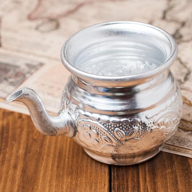 インド伝統唐草エンボスのアルミ水差し【高さ:8cm】の写真