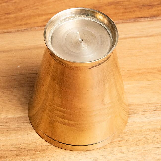 インドの礼拝用ブラス カップ[5.7cm] 5 - 底面の写真です