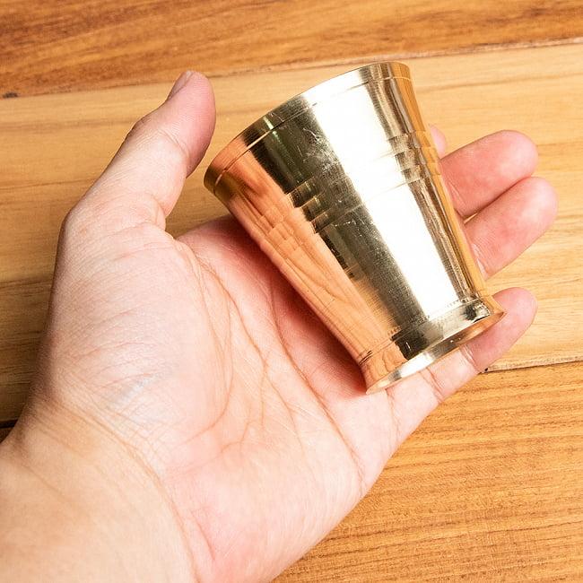 インドの礼拝用ブラス カップ[5.7cm] 6 - このくらいのサイズ感になります