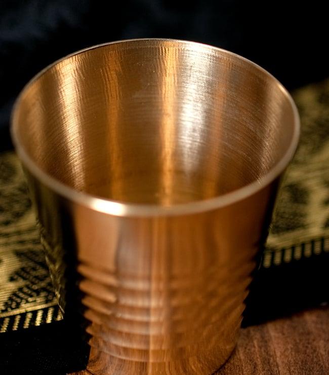 インドの礼拝用ブラス カップ[4.9cm] 3 - フチの写真になります