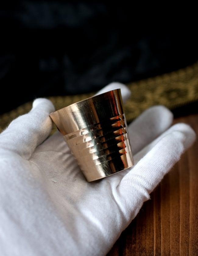 インドの礼拝用ブラス カップ[4.9cm] 6 - このくらいのサイズ感になります