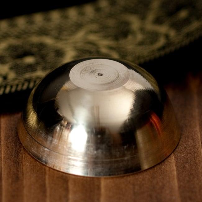インドの礼拝用 ブラスボウル[約5.5cm] 5 - 底面の写真です