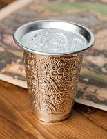 インド伝統唐草エンボスのアルミコップ【高さ:10cm 容量:約300ml】
