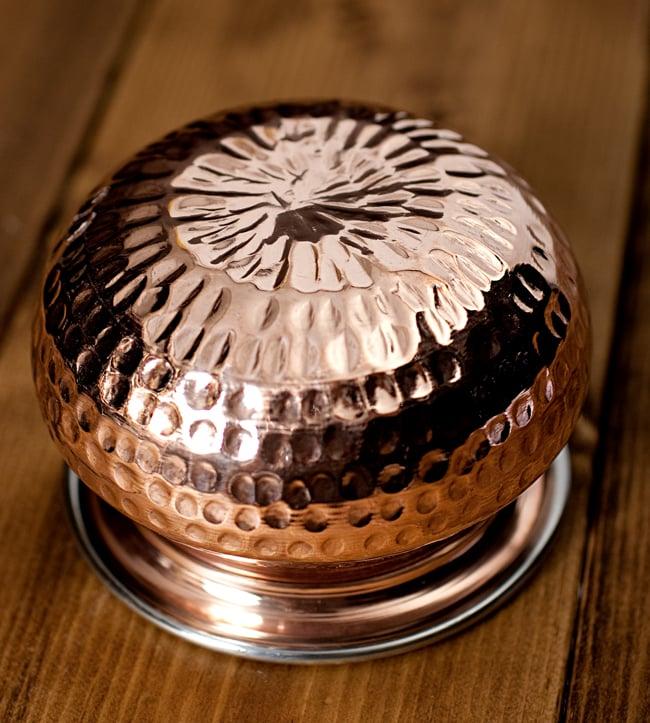 高級ハンディカダイ - インドの鍋【直径10.5cm】 5 - 底面の写真です