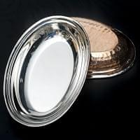槌目付き 銅装飾のオーバルプレ