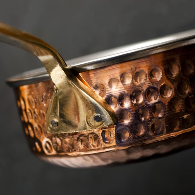 槌目付き 銅装飾のロイヤルソースパン(14.8×6cm)の写真7 - 取っ手の付け根部分の様子です。