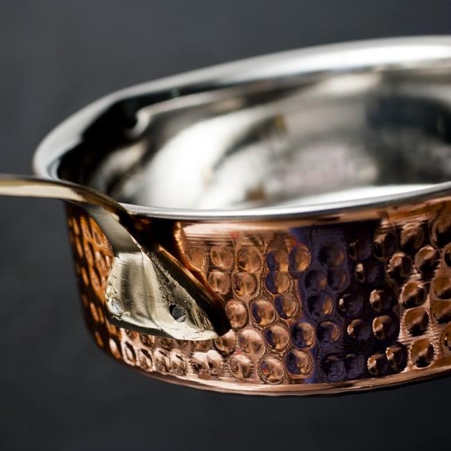 槌目付き 銅装飾のロイヤルソースパン(16.5cm×5cm)の写真6 - 銅はアーユルヴェーダにおいて重視されており、また熱伝導率が優れているとされています。