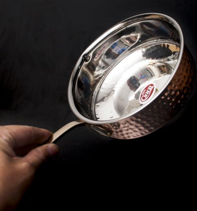 槌目付き 銅装飾のロイヤルソースパン(16.5cm×5cm)の写真7 - 取っ手の付け根部分の様子です。
