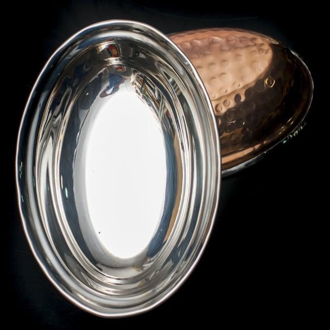 槌目付き 銅装飾のオーバルプレート(19cm×13cm)の写真