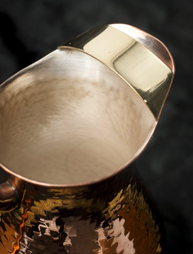 槌目付き 銅装飾の水差し - deluxeの写真4 - 注ぎ口の様子です。